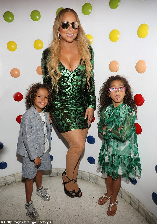 Pregnant Serena Williams Poses With Mariah Carey And Her Twins Backstage At Her Concert In Florida