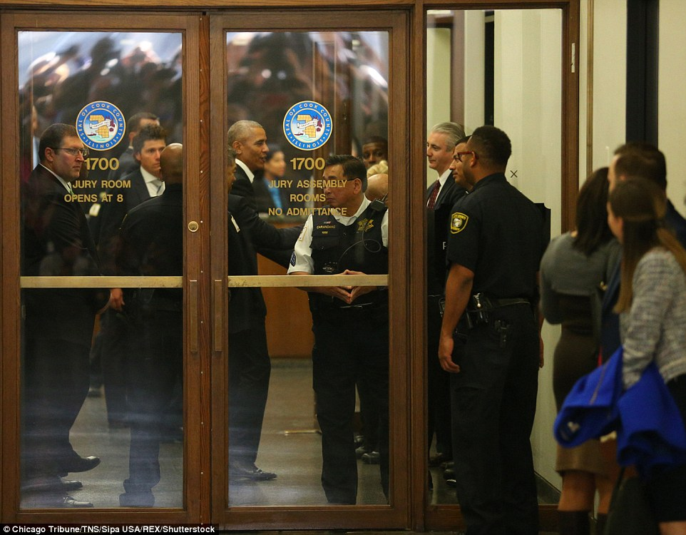 Former President Barack Obama Causes Fan Frenzy As He Reports To $17.20-Per-Day Jury Duty In Chicago